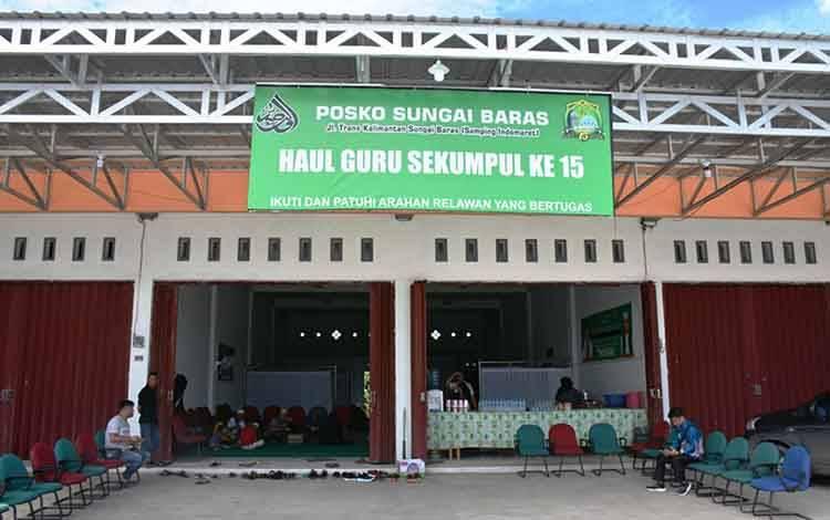 Posko tempat istirahat bagi jamaah haul guru sekumpul yang disediakan Bupati Kapuas Ben Brahim S Bahat di Jalan Trans Kalimantan, Sungai Baras.