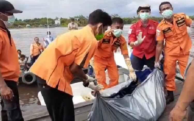 Lelaki Tak Dikenal Ditemukan Tewas Di Sungai Arut, Desa Tanjung Putri