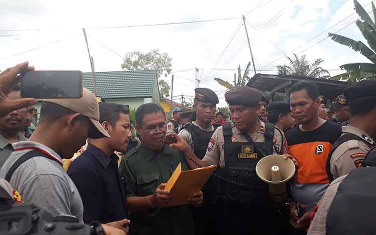 Pengadilan Negeri Pangkalan Bun Kelas 1 B, lakukan eksekusi lahan meskipun sempat ada penolakan, di Kelurahan Baru, Kamis, 27 Februari 2020.