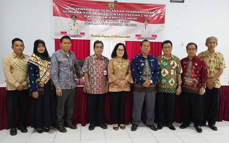 bersama usai kegiatan Musrenbang Kecamatan Dusun Timur