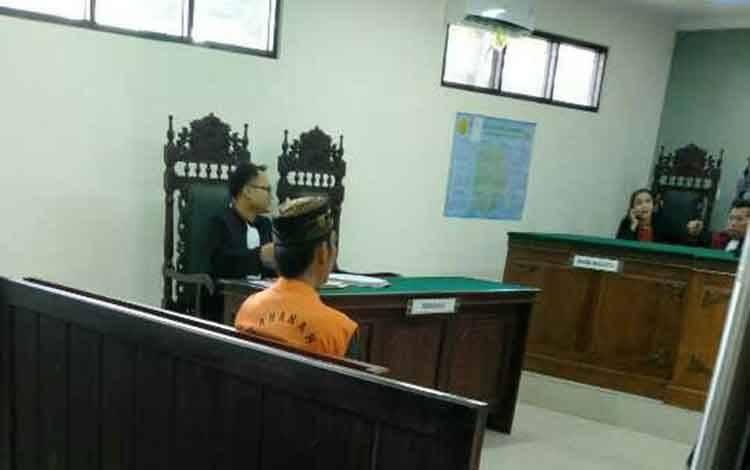He terdakwa kasus sabu menjalani persidangan.