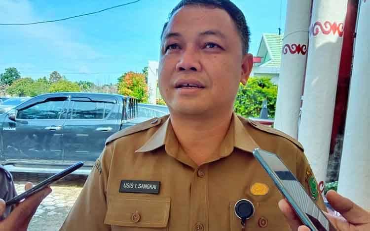 Kepala Dinas PUPR Kabupaten Pulang Pisau, Usis I Sangkai meminta masyarakat desa peduli terhadap infrastruktur jalan, Kamis, 27 Febuari 2020.