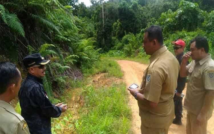 Bupati Seruyan, Yulhaidir memantau pelaksanaan pembangunan hingga ke desa