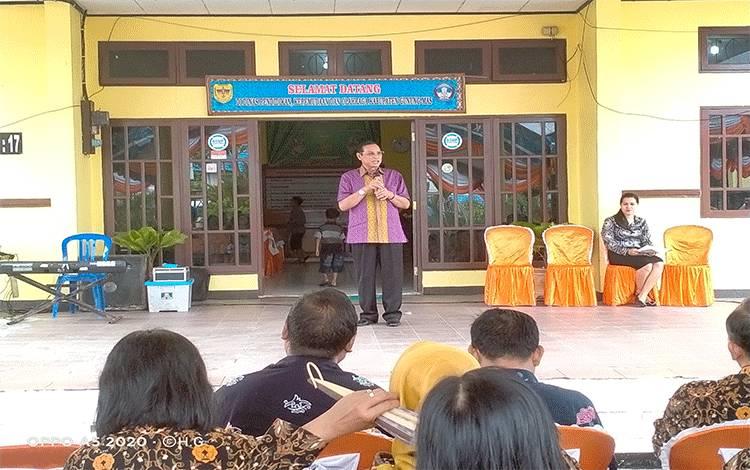 Kepala Disdikpora kabupaten Gunung Mas, Agung menyampaikan pesan kepada jajarannya agar tetap melaksanakan tugas dengan baik.