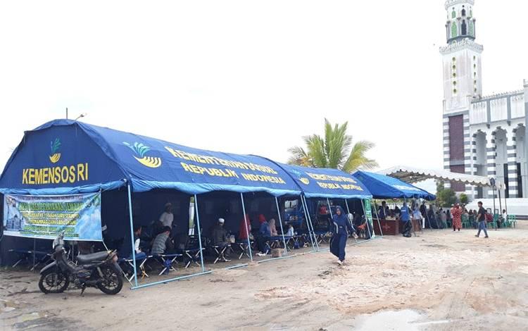 emaah Haul Guru Sekumpul memanfaatkan rest area atau tempat istirahat yang didirikan Dinas Sosial Kalteng