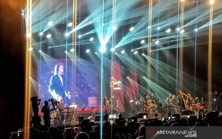"""Video footage yang digunakan untuk """"menghidupkan"""" Chrisye di Jakarta International BNI Java Jazz Festival 2020, Kemayoran, Jakarta, Jumat (28/2/2020) (ANTARA/Maria Cicilia Galuh)"""