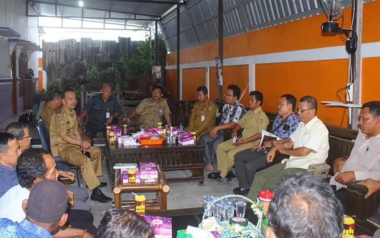 Bupati Seruyan Yulhaidir turun langsung untuk melakukan mediasi terkait permasalahan masyarakat dengansalah satu perusahaan di Seruyan.