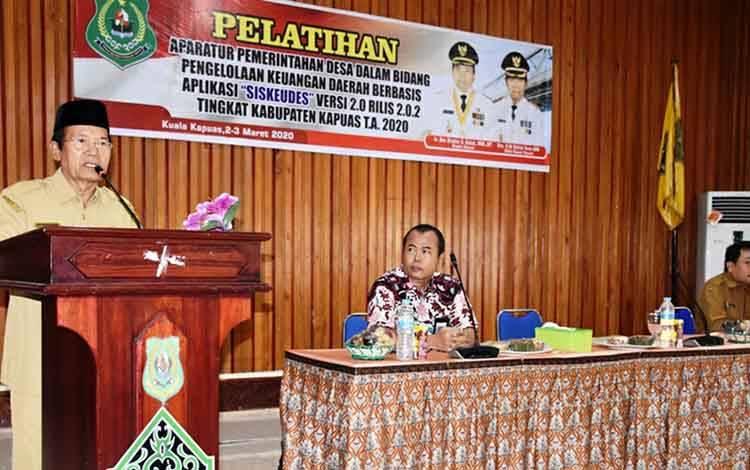 Wakil Bupati Kapuas HM Nafiah Ibnor membuka pelatihan pengelolaan Siskeudes, Senin, 2 Maret 2020.