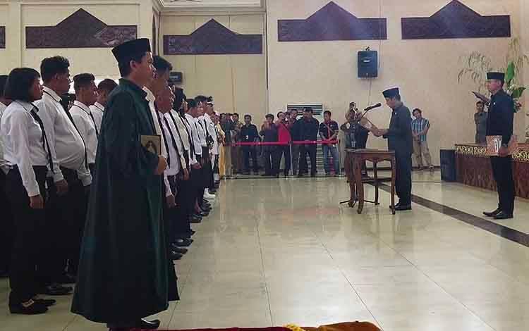 ILUSTRASI - Pelantikan 129 anggota BPD terpilih dari 25 desa secara serentak oleh Bupati Murung Raya Perdie M. Yoseph, Selasa, 3 Maret 2020.