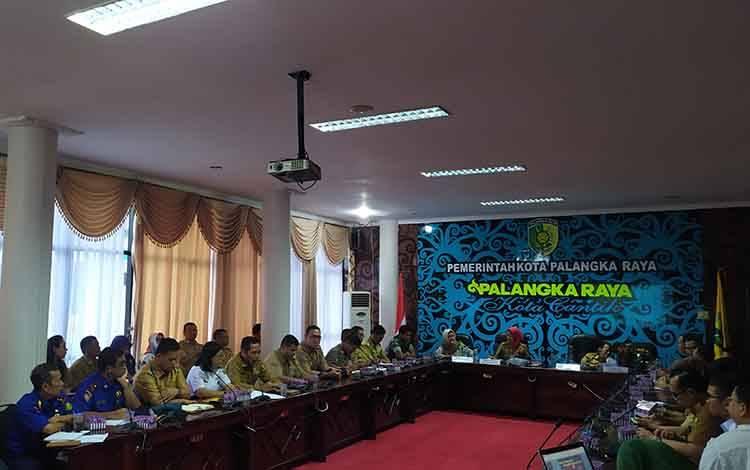 Sekda Kota Palangka Raya, Hera Nugrahayu menyampaikan permintaan agar lurah camat data kepemilikan lahan warga, saat rapat koordinasi pencegahan Karhutla