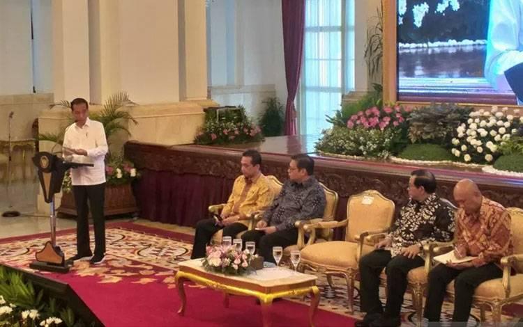 Presiden Joko Widodo (kemeja putih) dalam pembukaan raker Kemendag 2020 di Istana Negara, Jakarta, Rabu (4/3) (Indra Arief)