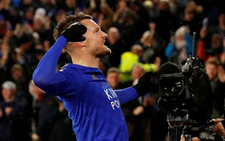 Pemain Leicester City Jamie Vardy merayakan golnya ketika timnya menang 4-0 atas tuan rumah Aston Villa di King Power Stadium di Leicester, Inggris, pada 9 Maret 2020. (Action Images via Reuters/ANDREW BOYERS)