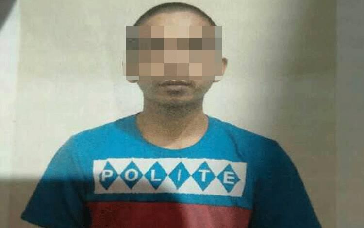 Moly Efendi tersangka kasus illegal logging.