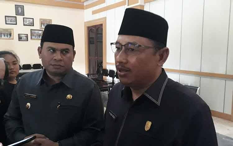 Ketua DPRD Kobar Rusdi Gozali (kanan), Rusdi Gozali.