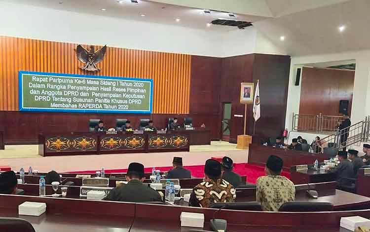 Rapat paripurna ke 6 masa sidang ke 1 tahun 2020 tentang penyampaian hasil reses pimpinan dan anggota DPRD Murung Raya