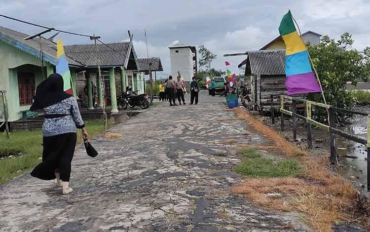 Suasana perkampungan di Desa Sungai Baru, Kecamatan Jelai, Labupaten Sukamara.