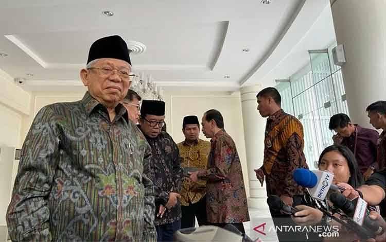 Wakil Presiden Maruf Amin berbicara kepada wartawan di Kantor Wapres Jakarta, kamis (12/3/2020). ANTARA/Fransiska Ninditya/aa.