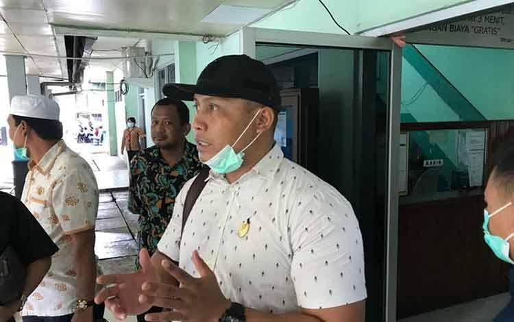 Anggota Komisi IV DPRD Kapuas Kunanto saat meninjau RSUD dr Soemarno Sosroatmodjo Kuala Kapuas pada Kamis, 19 Maret 2020.