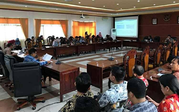 Suasana saat DPRD Kapuas menggelar Rapat Banmus untuk revisi sejumlah jadwal kegiatan pada Kamis, 19 Maret 2020.