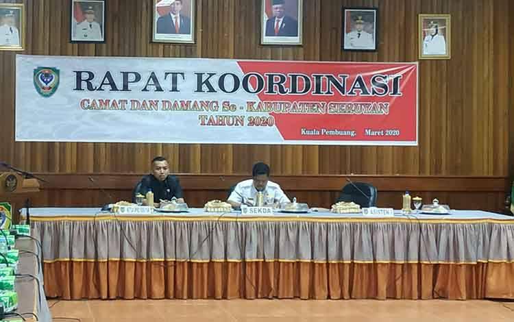 Ketua DPRD Seruyan, Zuli Eko Prasetyo (kiri) saat menghadiri rapat koordinasi camat se kabupaten, belum lama ini
