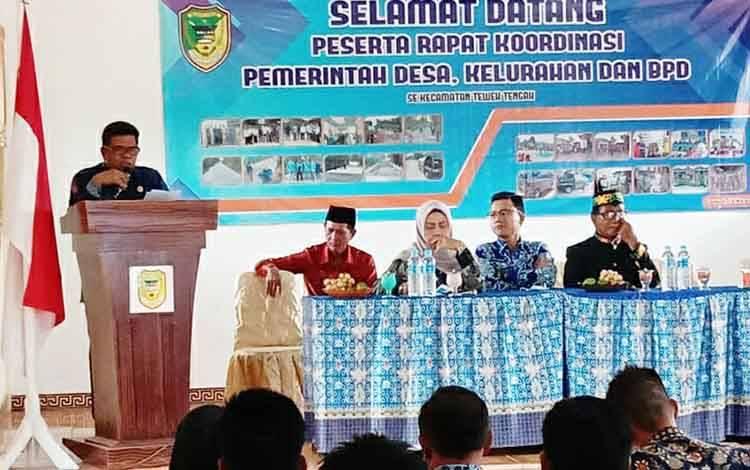 Camat Teweh Tengah, H Mastur saat membuka Rakor Pemdes dan BPD se Kecamatan Teweh Tengah.