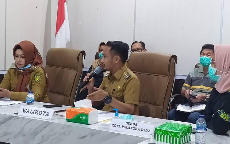 Wali Kota Palangka Raya Fairid Naparin  menyatakan, 1 orang warganya baru saja dinyatakan positif corona adalah anak di bawah umur.