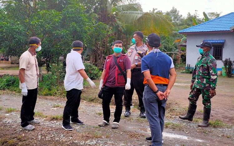 Kegiatan tracking Gugus Tugas Covid-19 Pulang Pisau di Desa Tahai Jaya.
