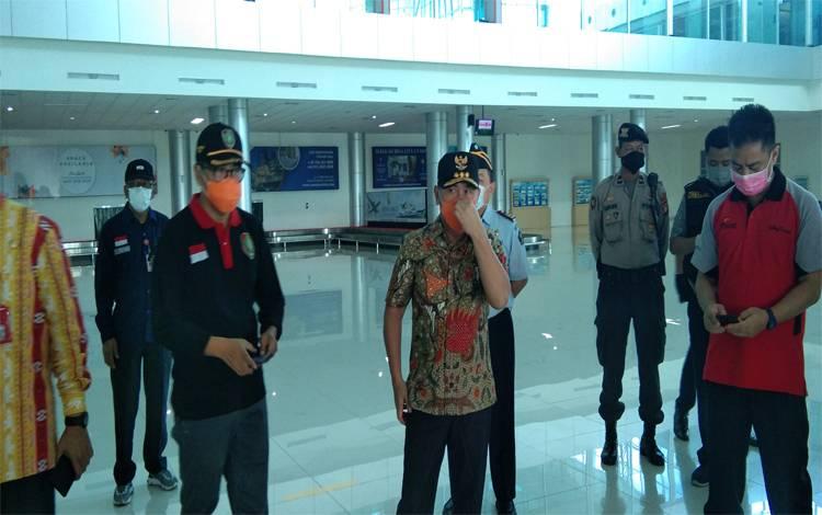 Gubernur Kalteng, Sugianto Sabran mengecek Bandara Tjilik Riwut Palangka Raya, Kamis 26 Maret 2020