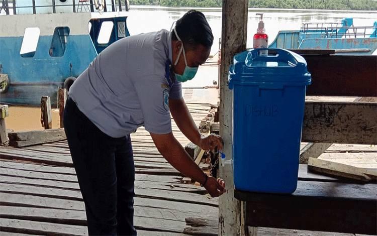 Dishub Kabupaten Pulang Pisau menyediakan fasilitas cuci tangan disejumlah feri penyeberangan, Senin, 30 Maret 2020.