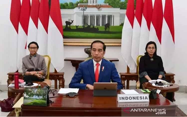 Presiden Joko Widodo saat mengikuti Konferensi Tingkat Tinggi Luar Biasa G20 secara virtual dari Istana Kepresidenan Bogor, Jawa Barat, Kamis (26/3). ANTARA/HO-Biro Pers Sekretariat Presiden/Muchlis Jr.