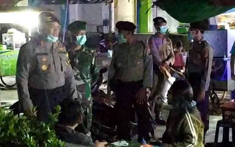 Anggota Polres Sukamara menggelar patroli gabungan dan mengunjungi dibeberapa tempat tongkrongan