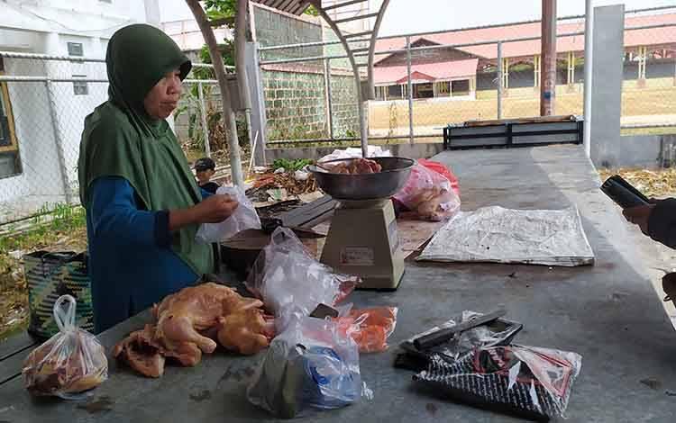 Pedagang daging ayam ras