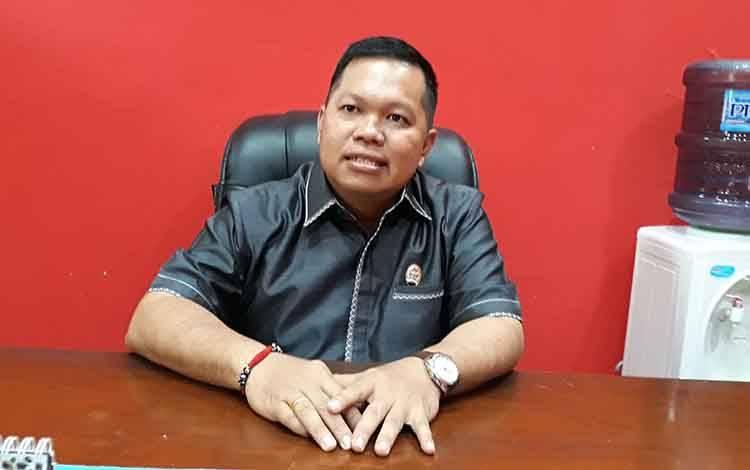 Wakil Ketua I DPRD Kapuas Yohanes mengharapkan pihak swasta aktif cegah penyebaran covid-19