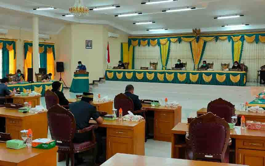 Rapat paripurna di DPRD Lamandau, Kamis, 1 April 2020.