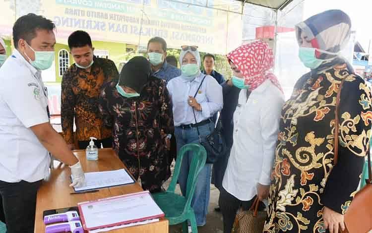 ketua DPRD barito Utara beserta anggotanya saat melakukan kunjungan dan pemantauan posko Kandui