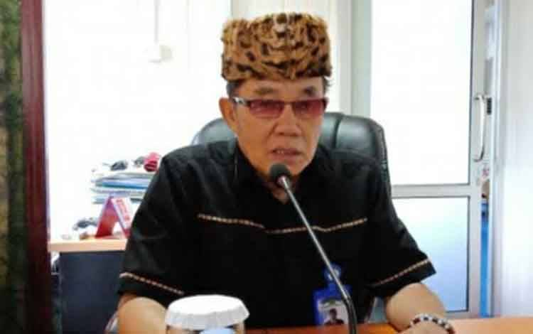 Rektor Universitas Palangka Raya (UPR) Dr. Andrie Elia Emang