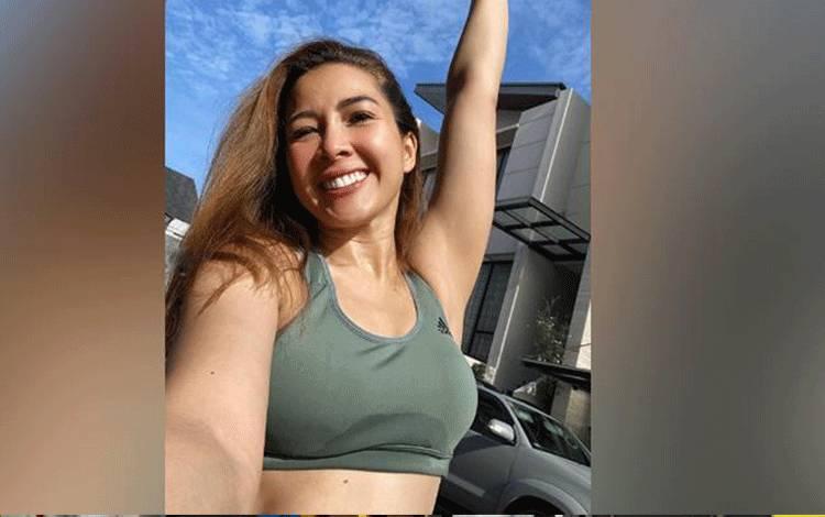 Andrea Dian kini dirawat di sebuah kamar bersama lima pasien Corona lainnya dengan kondisi yang berbeda. Artis yang gemar berolahraga itu kini dalam keadaan sehat tanpa keluhan. instagram.com/andreadianbimo