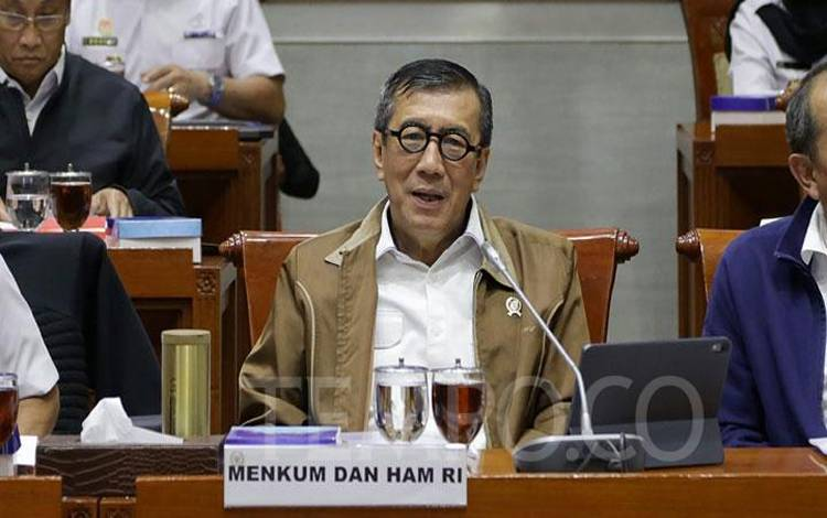 Menteri Hukum dan HAM, Yasonna Laoly saat mengikuti rapat kerja (raker) dengan Komisi III DPR di Kompleks Parlemen, Senayan, Jakarta, Senin, 24 Februari 2020. Selain itu, mereka juga membahas rencana kerja tahun 2020, pelaksanaan revitalisasi penyelenggeraan pemasyarakatan. TEMPO/M Taufan Rengganis