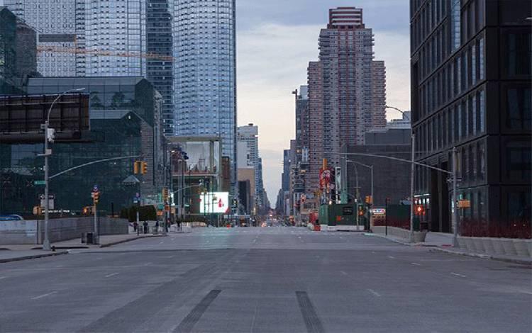 Pemandangan di jalan 34th Street dan 11 ave, kota New York, Amerika Serikat, 21 Maret 2020. (foto : New York Post/Daniel William McKnight)