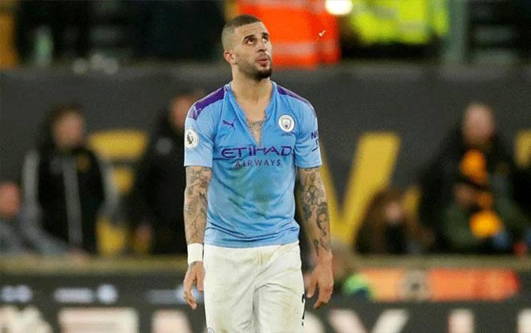 Ekspresi bek Manchester City Kyle Walker, setelah timnya dikalahkan Wolverhampton dalam pertandingan Liga Inggris di Stadion Molineux, Wolverhampton, 28 Desember 2019. Action Images via Reuters/Andrew Boyers