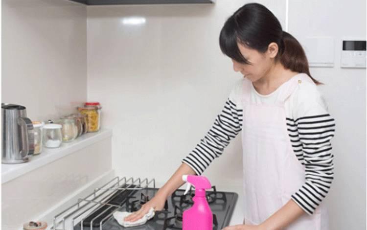 Ilustrasi mencuci/membersihkan dapur. shutterstock.com
