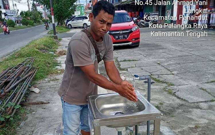 Salah satu Wastafel portabel  di Jalan Ahmad Yani dan sekarang sudah terpasang di 100 lokasi.