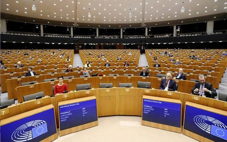 Suasana sidang pleno bulanan di Parlemen Eropa yang terlihat sepi akibat virus corona (COVID-19), di Brussels, Belgia, 10 Maret 2020. REUTERS/Johanna Geron