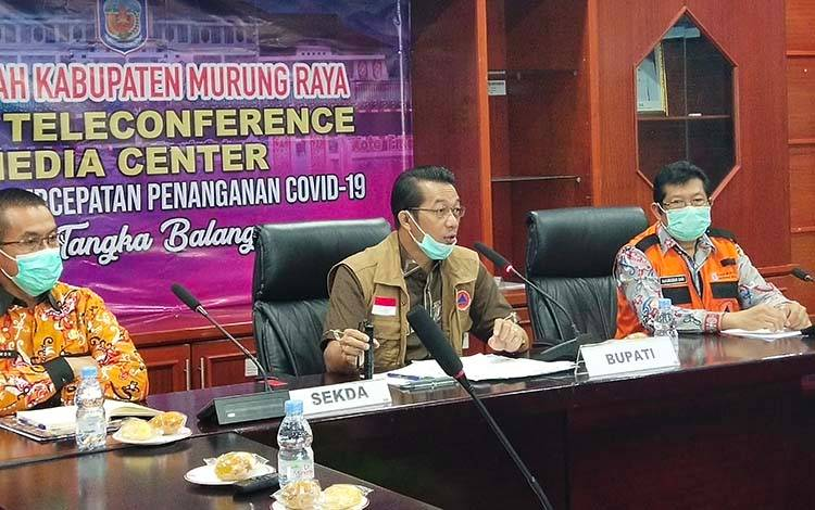 Pelaksaan pers rilis di Media Center Penanganan Covid -19 Kabupaten Murung Raya yang dipimpin Bupati Murung Raya Perdie M Yoseph.
