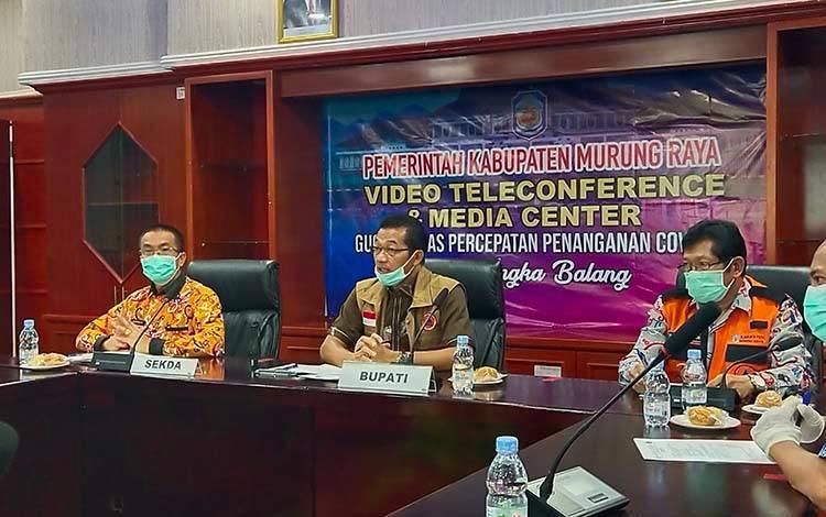 Pelaksaan pers rilis di Media Center Penanganan Covid -19 Kabupaten Murung Raya yang dipimpin oleh Bupati Murung Raya Perdie M Yoseph.