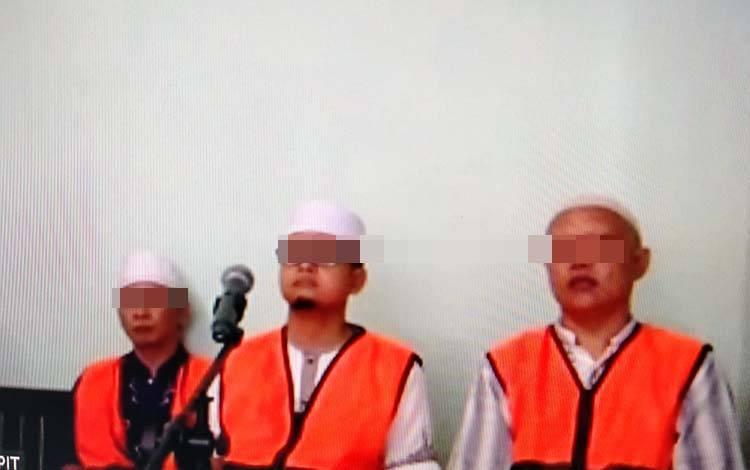 Siswanto alias Ajis, M Hermansyah alias Herman dan Dedi Catur Cahyadi, tiga terdakwa kasus peredaran uang palsu.