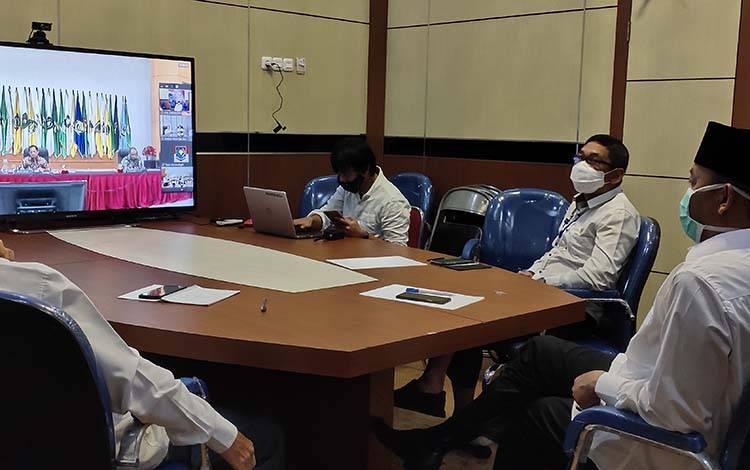Bupati Sukamara, Windu Subagio mengikuti video confenece bersama kementerian terkait Covid-19
