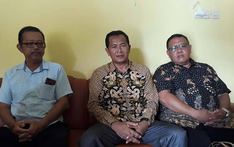 Ketua BPC Gapensi Kobar, Arief Asrofie (tengah).