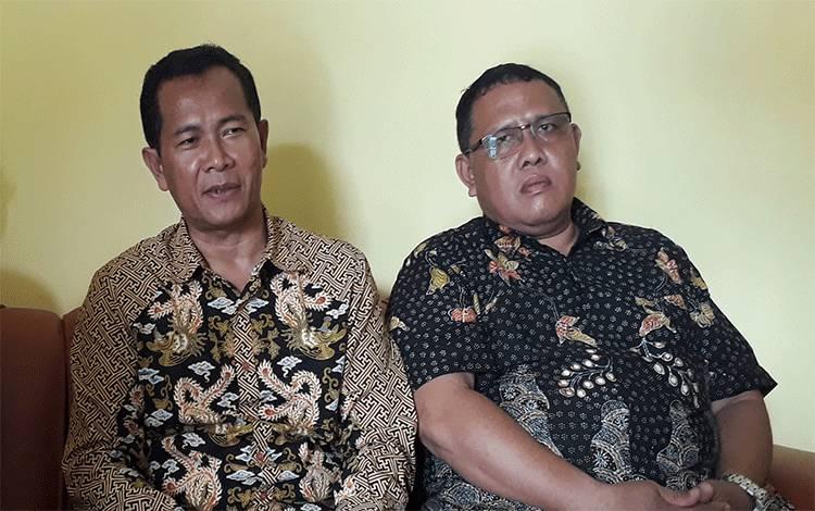 Ketua BPC Gapensi H Arief Asrofie (kiri) mengajak kontraktor bisa mensiasati penyelesaian proyek.