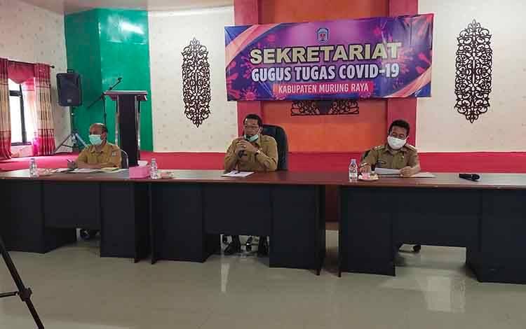 Bupati Murung Raya Perdie M. Yoseph saat sampaikan perkembangan Covid-19 di Kabupaten Murung Raya melalui konferensi pers